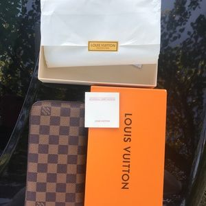 Louis Vuitton Monogram zippy wallet Brown